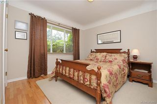 Photo 11: 2925 Eastdowne Road in VICTORIA: OB Henderson Single Family Detached for sale (Oak Bay)  : MLS®# 383662