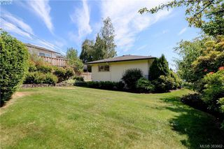 Photo 17: 2925 Eastdowne Road in VICTORIA: OB Henderson Single Family Detached for sale (Oak Bay)  : MLS®# 383662