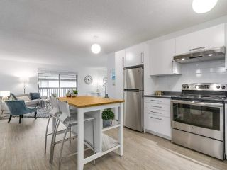 "Photo 1: 304 270 W 3RD Street in North Vancouver: Lower Lonsdale Condo for sale in ""Hampton Court"" : MLS®# R2220368"