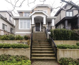 Photo 1: 332 E 37TH AVENUE in Vancouver: Main House for sale (Vancouver East)  : MLS®# R2234806