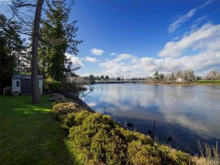 Photo 2: 916 Yarrow Pl in VICTORIA: Es Kinsmen Park House for sale (Esquimalt)  : MLS®# 780418