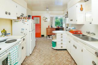 """Photo 3: 2589 E 15TH Avenue in Vancouver: Renfrew Heights House for sale in """"Renfrew Heights"""" (Vancouver East)  : MLS®# R2302029"""