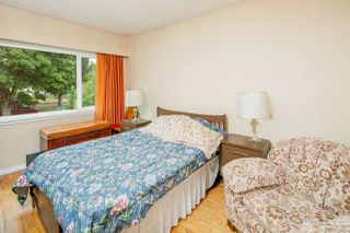 """Photo 10: 2589 E 15TH Avenue in Vancouver: Renfrew Heights House for sale in """"Renfrew Heights"""" (Vancouver East)  : MLS®# R2302029"""
