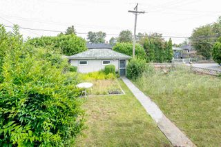 """Photo 2: 2589 E 15TH Avenue in Vancouver: Renfrew Heights House for sale in """"Renfrew Heights"""" (Vancouver East)  : MLS®# R2302029"""