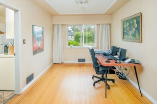 """Photo 5: 2589 E 15TH Avenue in Vancouver: Renfrew Heights House for sale in """"Renfrew Heights"""" (Vancouver East)  : MLS®# R2302029"""