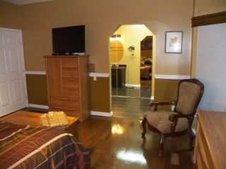 Photo 13: 246 Greenoch Crescent NW in Edmonton: Zone 29 House for sale : MLS®# E4135518