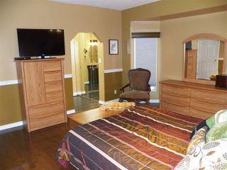 Photo 12: 246 Greenoch Crescent NW in Edmonton: Zone 29 House for sale : MLS®# E4135518