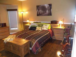 Photo 11: 246 Greenoch Crescent NW in Edmonton: Zone 29 House for sale : MLS®# E4135518