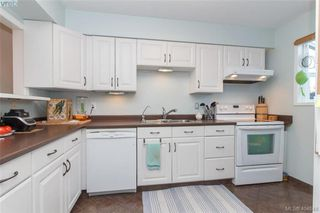 Photo 5: 15 4391 Torquay Dr in VICTORIA: SE Gordon Head Row/Townhouse for sale (Saanich East)  : MLS®# 804063