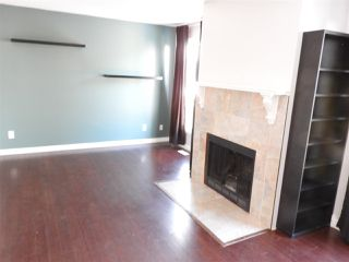 Photo 5: 427 DUNLUCE Road in Edmonton: Zone 27 Townhouse for sale : MLS®# E4143891