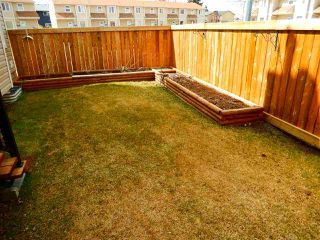 Photo 2: 427 DUNLUCE Road in Edmonton: Zone 27 Townhouse for sale : MLS®# E4143891