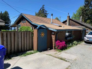 Photo 1: 5285 LITTLE Lane in Sechelt: Sechelt District House for sale (Sunshine Coast)  : MLS®# R2369760
