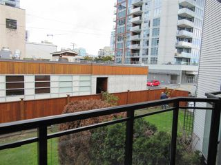 """Photo 14: 208 1550 CHESTERFIELD Avenue in North Vancouver: Central Lonsdale Condo for sale in """"The Chesters"""" : MLS®# R2371074"""