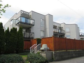 """Photo 4: 208 1550 CHESTERFIELD Avenue in North Vancouver: Central Lonsdale Condo for sale in """"The Chesters"""" : MLS®# R2371074"""