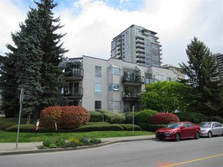 """Photo 2: 208 1550 CHESTERFIELD Avenue in North Vancouver: Central Lonsdale Condo for sale in """"The Chesters"""" : MLS®# R2371074"""