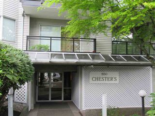 """Photo 3: 208 1550 CHESTERFIELD Avenue in North Vancouver: Central Lonsdale Condo for sale in """"The Chesters"""" : MLS®# R2371074"""