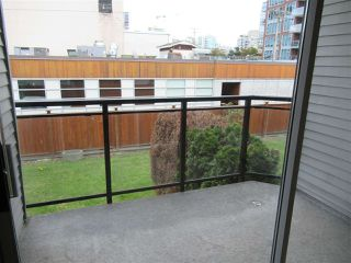 """Photo 13: 208 1550 CHESTERFIELD Avenue in North Vancouver: Central Lonsdale Condo for sale in """"The Chesters"""" : MLS®# R2371074"""
