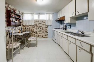 Photo 18: 47 Deevale Road in Toronto: Downsview-Roding-CFB House (Bungalow) for sale (Toronto W05)  : MLS®# W4458656