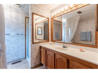 """Photo 15: 53 2315 198 Street in Langley: Brookswood Langley Manufactured Home for sale in """"Deer Creek Estates"""" : MLS®# R2393339"""