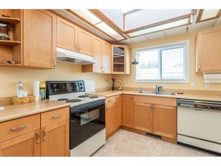 """Photo 9: 53 2315 198 Street in Langley: Brookswood Langley Manufactured Home for sale in """"Deer Creek Estates"""" : MLS®# R2393339"""