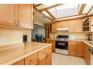 """Photo 8: 53 2315 198 Street in Langley: Brookswood Langley Manufactured Home for sale in """"Deer Creek Estates"""" : MLS®# R2393339"""