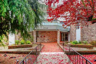 """Photo 1: 206 1544 FIR Street: White Rock Condo for sale in """"JUNIPER ARMS"""" (South Surrey White Rock)  : MLS®# R2414463"""