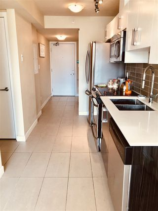 "Photo 12: 207 2689 KINGSWAY in Vancouver: Collingwood VE Condo for sale in ""Skyway Tower"" (Vancouver East)  : MLS®# R2418159"