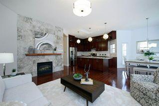Photo 3: 76 Douglas Glen Heights SE in Calgary: Douglasdale/Glen Detached for sale : MLS®# A1042549