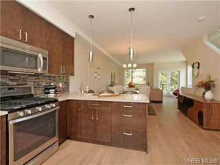Photo 2: 6 1060 Tillicum Rd in VICTORIA: Es Kinsmen Park Row/Townhouse for sale (Esquimalt)  : MLS®# 714745