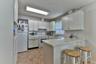 Photo 2: 13323 71B Avenue in Surrey: West Newton Townhouse for sale : MLS®# R2140180