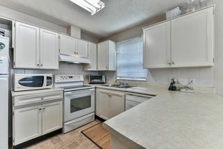 Photo 3: 13323 71B Avenue in Surrey: West Newton Townhouse for sale : MLS®# R2140180