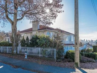 Photo 2: 1030 INGLETON AVENUE in Burnaby: Willingdon Heights House for sale (Burnaby North)  : MLS®# R2136623