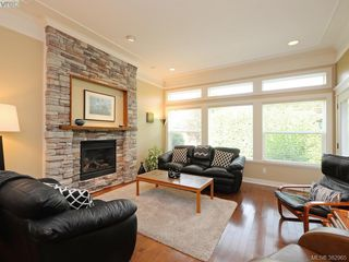 Photo 5: 541 Heatherdale Lane in VICTORIA: SW Royal Oak Row/Townhouse for sale (Saanich West)  : MLS®# 769630