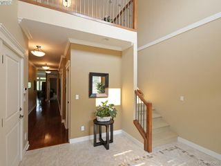 Photo 3: 541 Heatherdale Lane in VICTORIA: SW Royal Oak Row/Townhouse for sale (Saanich West)  : MLS®# 769630