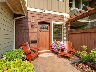 Photo 2: 541 Heatherdale Lane in VICTORIA: SW Royal Oak Row/Townhouse for sale (Saanich West)  : MLS®# 769630