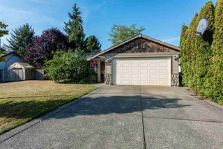 Photo 2: 18537 58 Avenue in Surrey: Cloverdale BC House for sale (Cloverdale)  : MLS®# R2302962