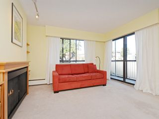 "Photo 2: 203 1420 E 7TH Avenue in Vancouver: Grandview VE Condo for sale in ""LANDMARK COURT"" (Vancouver East)  : MLS®# R2354522"