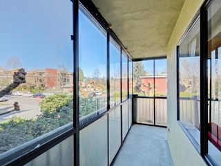 "Photo 13: 203 1420 E 7TH Avenue in Vancouver: Grandview VE Condo for sale in ""LANDMARK COURT"" (Vancouver East)  : MLS®# R2354522"