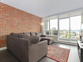 """Photo 3: 1908 668 COLUMBIA Street in New Westminster: Quay Condo for sale in """"Trapp & Holbrook"""" : MLS®# R2378796"""