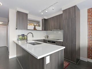 "Photo 2: 1908 668 COLUMBIA Street in New Westminster: Quay Condo for sale in ""Trapp & Holbrook"" : MLS®# R2378796"