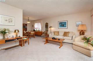 Photo 3: 845 Cecil Blogg Drive in VICTORIA: Co Triangle Single Family Detached for sale (Colwood)  : MLS®# 412175