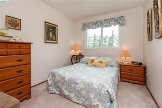Photo 10: 845 Cecil Blogg Drive in VICTORIA: Co Triangle Single Family Detached for sale (Colwood)  : MLS®# 412175