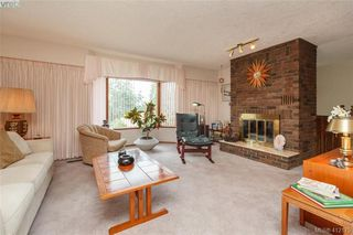 Photo 2: 845 Cecil Blogg Drive in VICTORIA: Co Triangle Single Family Detached for sale (Colwood)  : MLS®# 412175