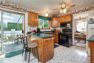 Photo 5: 845 Cecil Blogg Drive in VICTORIA: Co Triangle Single Family Detached for sale (Colwood)  : MLS®# 412175