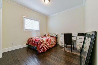 Photo 5: 18885 54A Avenue in Surrey: Cloverdale BC House for sale (Cloverdale)  : MLS®# R2379495