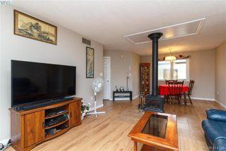 Photo 3: 52 Regina Avenue in VICTORIA: SW Gateway Single Family Detached for sale (Saanich West)  : MLS®# 414298
