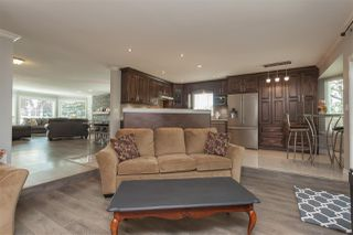 """Photo 8: 6059 187 Street in Surrey: Cloverdale BC House for sale in """"Eaglecrest"""" (Cloverdale)  : MLS®# R2399815"""