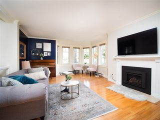 Photo 2: 2209 BALSAM Street in Vancouver: Kitsilano Townhouse for sale (Vancouver West)  : MLS®# R2441675