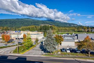 """Photo 17: 404 875 GIBSONS Way in Gibsons: Gibsons & Area Condo for sale in """"Soames Place"""" (Sunshine Coast)  : MLS®# R2511351"""
