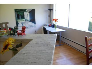 "Photo 2: 211 2290 MARINE Drive in West Vancouver: Dundarave Condo for sale in ""SEAVIEW GARDENS"" : MLS®# V908588"